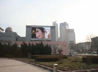 videotron menambah keindahan taman kota