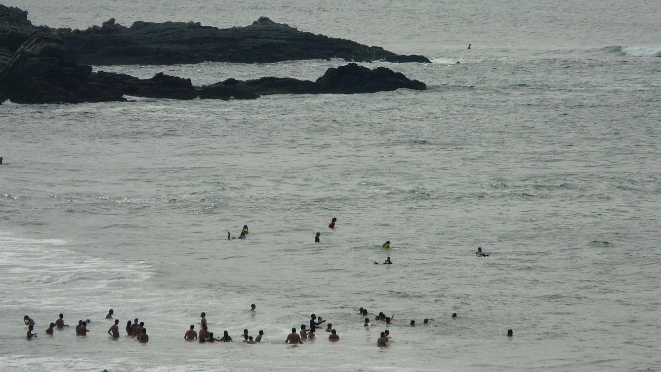 surfistas en el agua 01