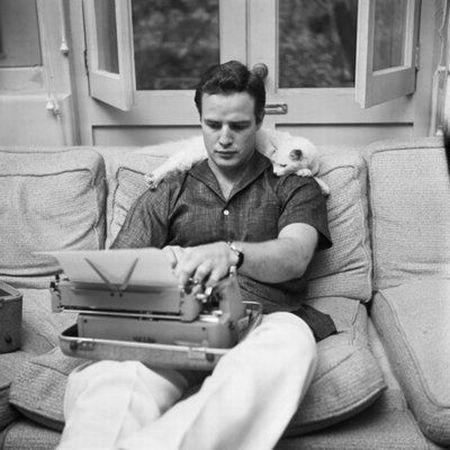 Marlon Brando leyendo - leer es sexy
