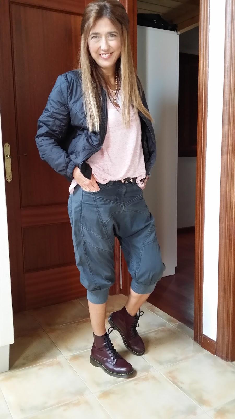 Pantalón Baggy, Cazadora American Vintage, botas Dr. Martens, Carmen Hummer Style, Pechón