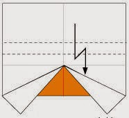 Bước 4: Gấp tờ giấy xuống dưới, sau đó lại gấp ngược lên trên, vị trí gấp là đường đứt đoạn.