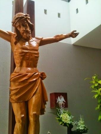 Giáo Phận Xuân Lộc: Thánh Giá lạ tại Giáo xứ Thánh Tâm