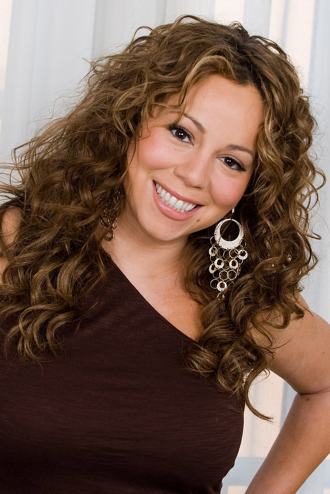 http://4.bp.blogspot.com/-48-qFk_09xY/UBbtsuDlV9I/AAAAAAAAFJk/gVQLFBKktgk/s1600/Mariah-Carey-hairstyles-celebrity-actress-singer-wallpaper-songwriter-carey-mariah+(1).jpg