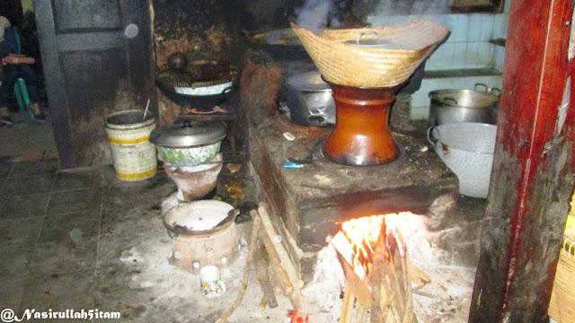 Tungku di pawon; dapur
