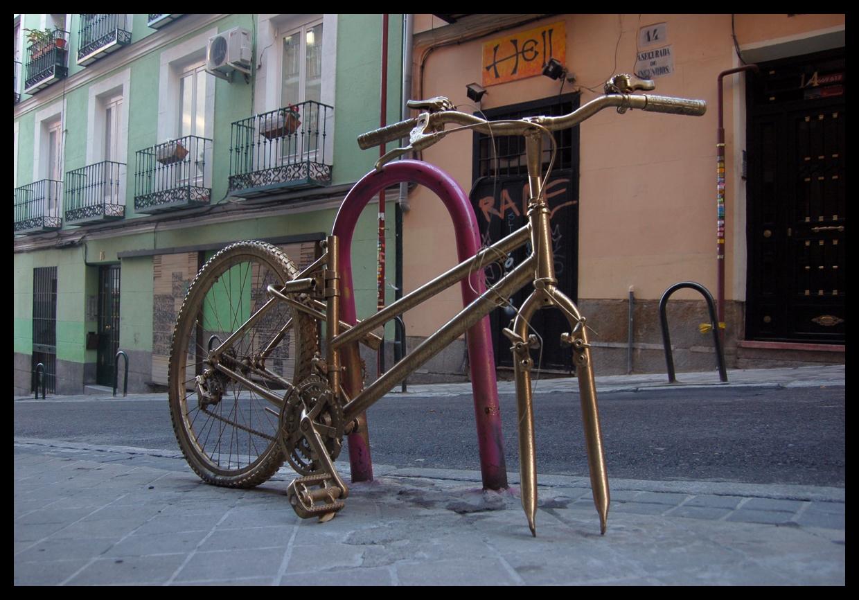 El blog de carlos ibarra recog 237 a una tercera bicicleta dorada que