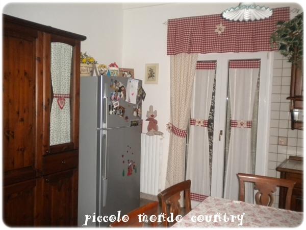 Piccolo mondo country la mia cucina country - Tende rustiche per cucina ...