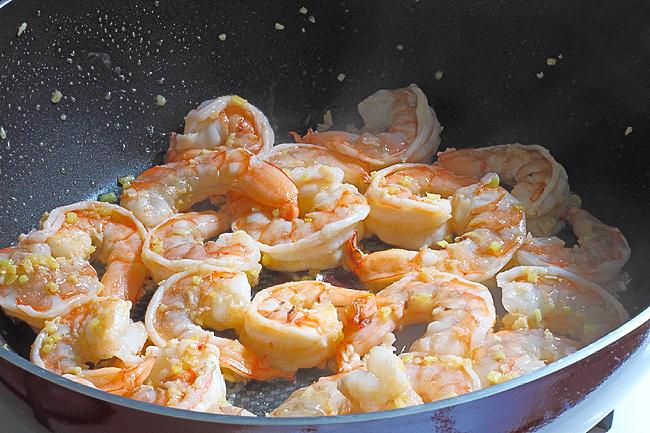 Стир-фрай с креветками и огурцами