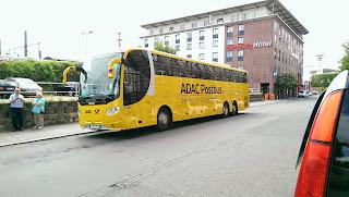 Fernbus + Bus: Die Post fährt jetzt alleine Fernbus  Nach dem Ausstieg des ADAC will die Post alleine weitermachen. Die gelben Busse sollen mit dem schwarzen Posthorn als Markenzeichen über die Straßen rollen. Das Netz der Haltestellen soll verdoppelt werden. , aus faz.net