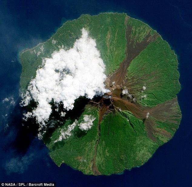 Gunung berapi Manam, di Papua New Guinea