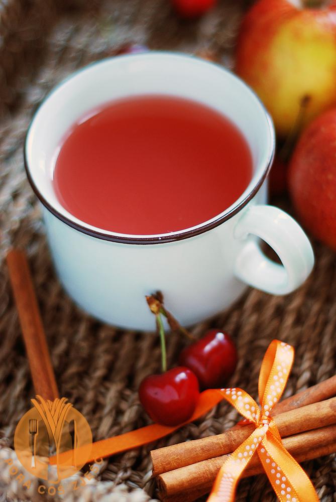 Kompot z jabłek i czereśni