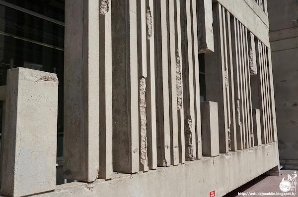 Pantin - Centre administratif Victor Hugo, devenu le Centre national de la Danse.  Architectes: Jacques Kalisz, Jean Perrottet, A.U.A. (Atelier d'Urbanisme et d'Architecture)  Architecte d'opération: G. Marty  Ingénieurs: Miroslav Kostanjevac, Richard Slama, Jean Venturelli.  Projet: 1963  Construction: 1968 - 1973
