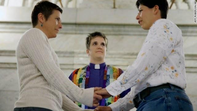 Manos al fuego homosexual advance