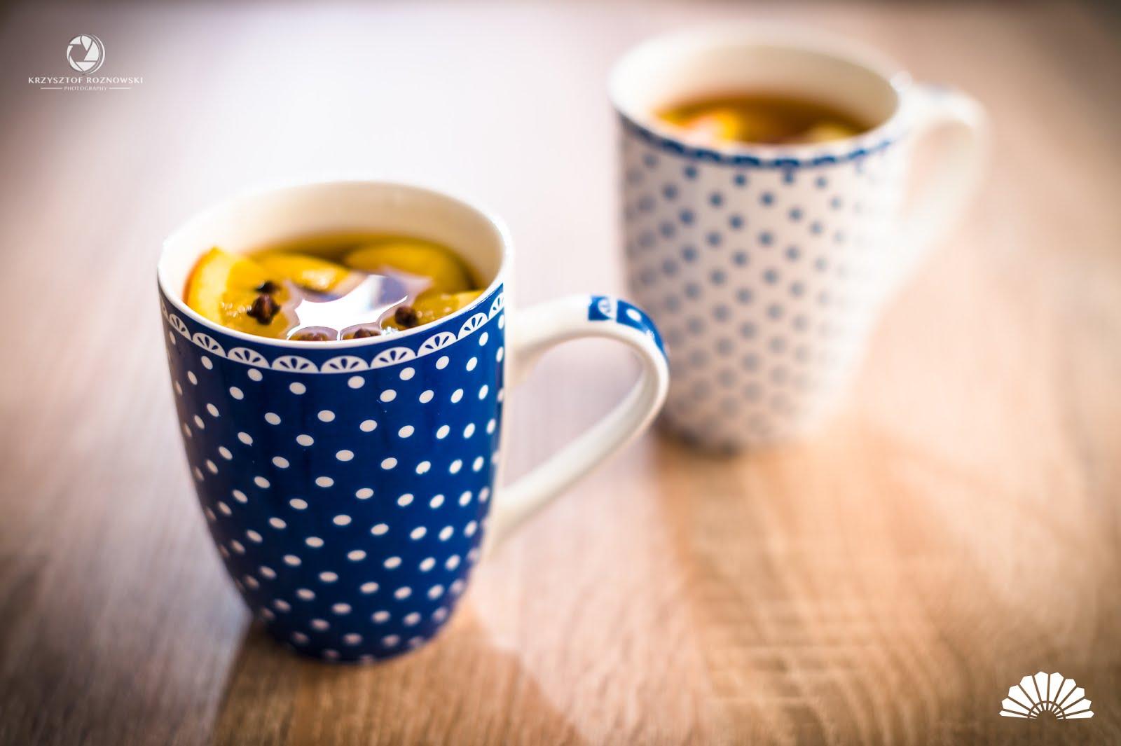 Jesienna herbata rozgrzewająca z pomarańczą i goździkami