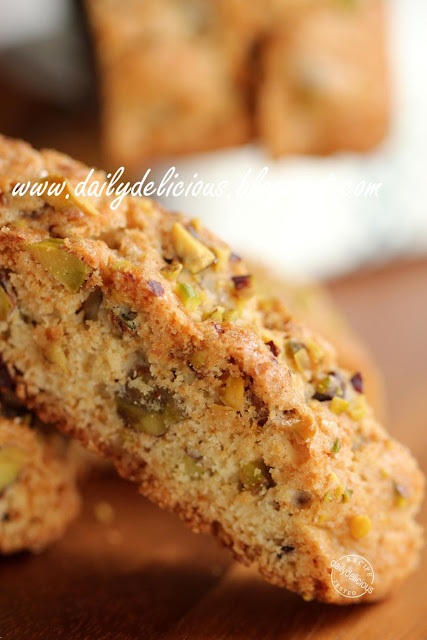 dailydelicious: Pistachio and chocolate chips Biscotti: special treat ...