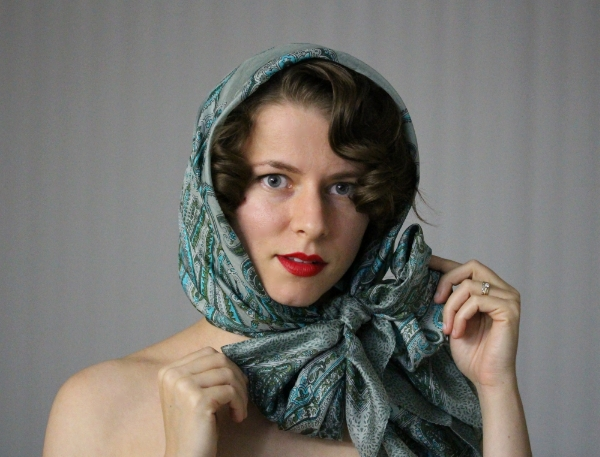 Vintage Hooded Scarf Tutorial #vintage #hairstyle #scarf #hair