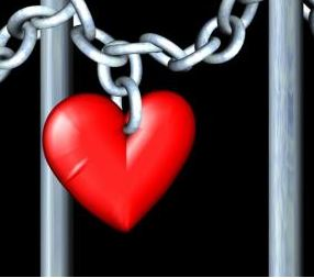 love pictures: red heart with chain