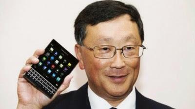 Vamos a generar dinero con los teléfonos otra vez: CEO de BlackBerry / Mundo Ejecutivo / La cuota de mercado a nivel mundial de los smartphones de BlackBerry se encuentra por debajo del uno por ciento; la empresa vendió 1.6 millones de teléfonos en el último trimestre. Comparado con los 61.2 millones de iPhones que vendió Apple es una pequeña cantidad (Apple tiene un market share del 15% en todo el mundo). Sin embargo, la compañía quiere cambiar esta situación. John Chen, CEO de BlackBerry, dijo en una entrevista para Business Insider que el negocio de los teléfonos inteligentes volverá