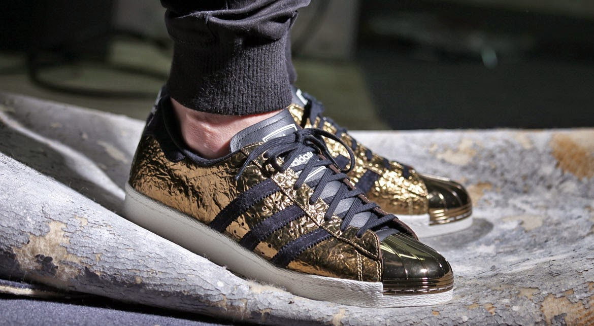 adidas superstar 80s metal gold sneakermag the sneaker blog. Black Bedroom Furniture Sets. Home Design Ideas