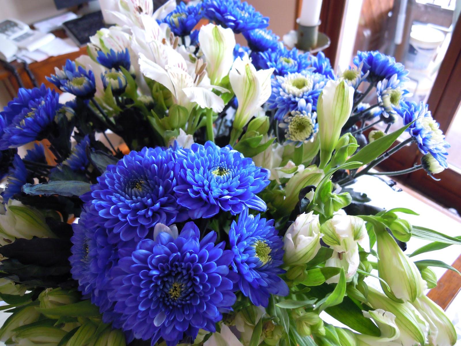 Pensieri e peonie in bianco e blu for Ufficio bianco e blu