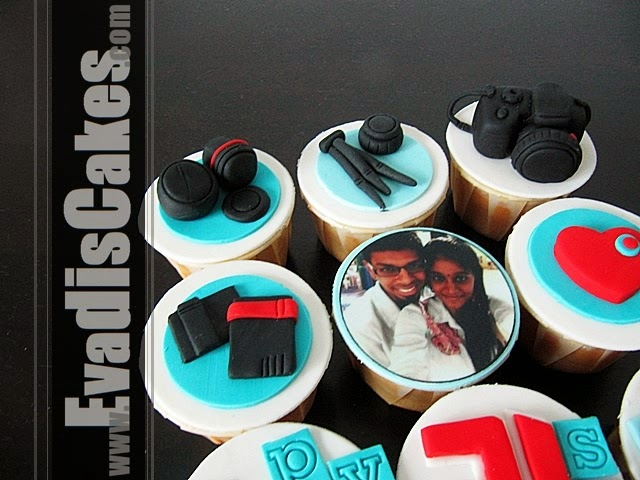 Closer view picture of customize camera cupcakes design