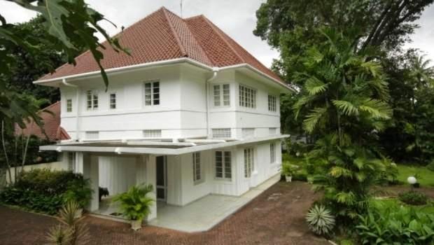 Rumah Belanda Dilengkapi Dengan Taman Hijau & Rumah Bergaya Belanda Di Indonesia Sederhana Namun Kokoh Dan Mewah ...