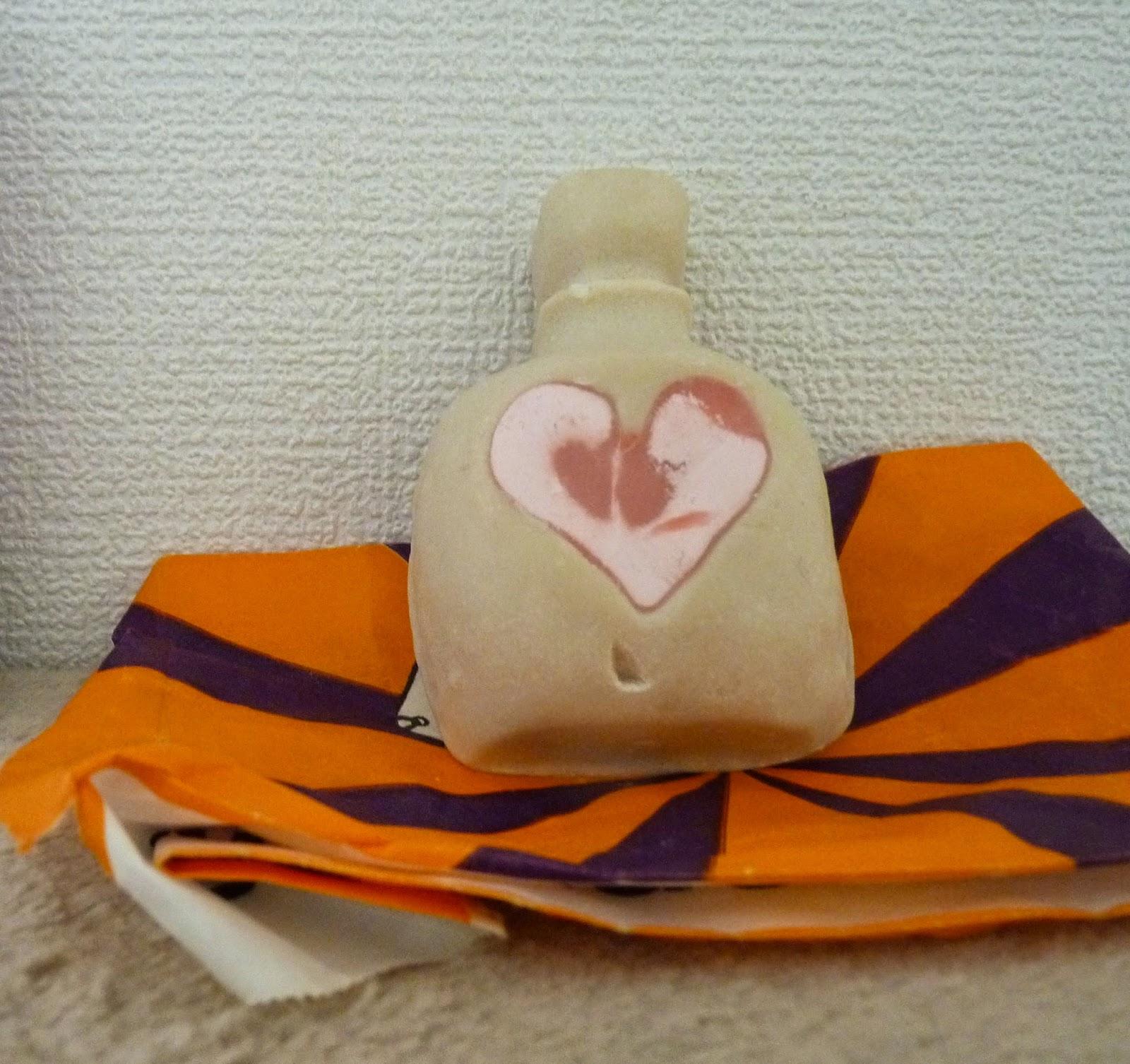 peremption, produits cosmétiques périmés, changement de couleur, edition saint valentin, lush, massage