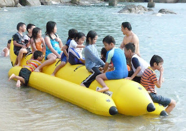 Rebutan banana boat.di Tanjung Pesona.