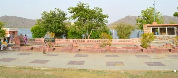 Footpath at Jal Mahal