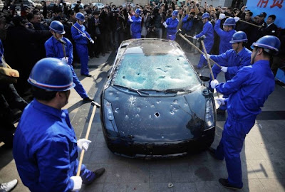 Lamborghini Driver on Destructive Path Seen On   www.coolpicturegallery.us