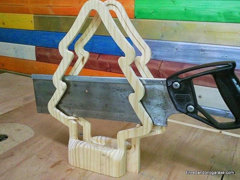 Cortar pieza de madera en dos partes simétricas. enredandonogaraxe.com