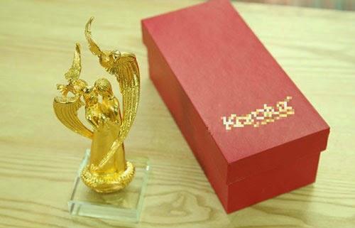 Cặp uyên ương mạ vàng này có giá 3,5 triệu đồng.
