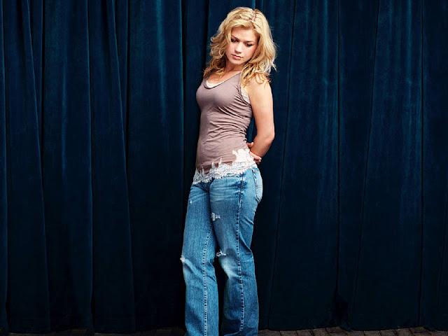 Kelly Clarkson in Jeans