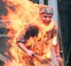 الشاب البوعزيزى الذى اشعل النار فى نفسة