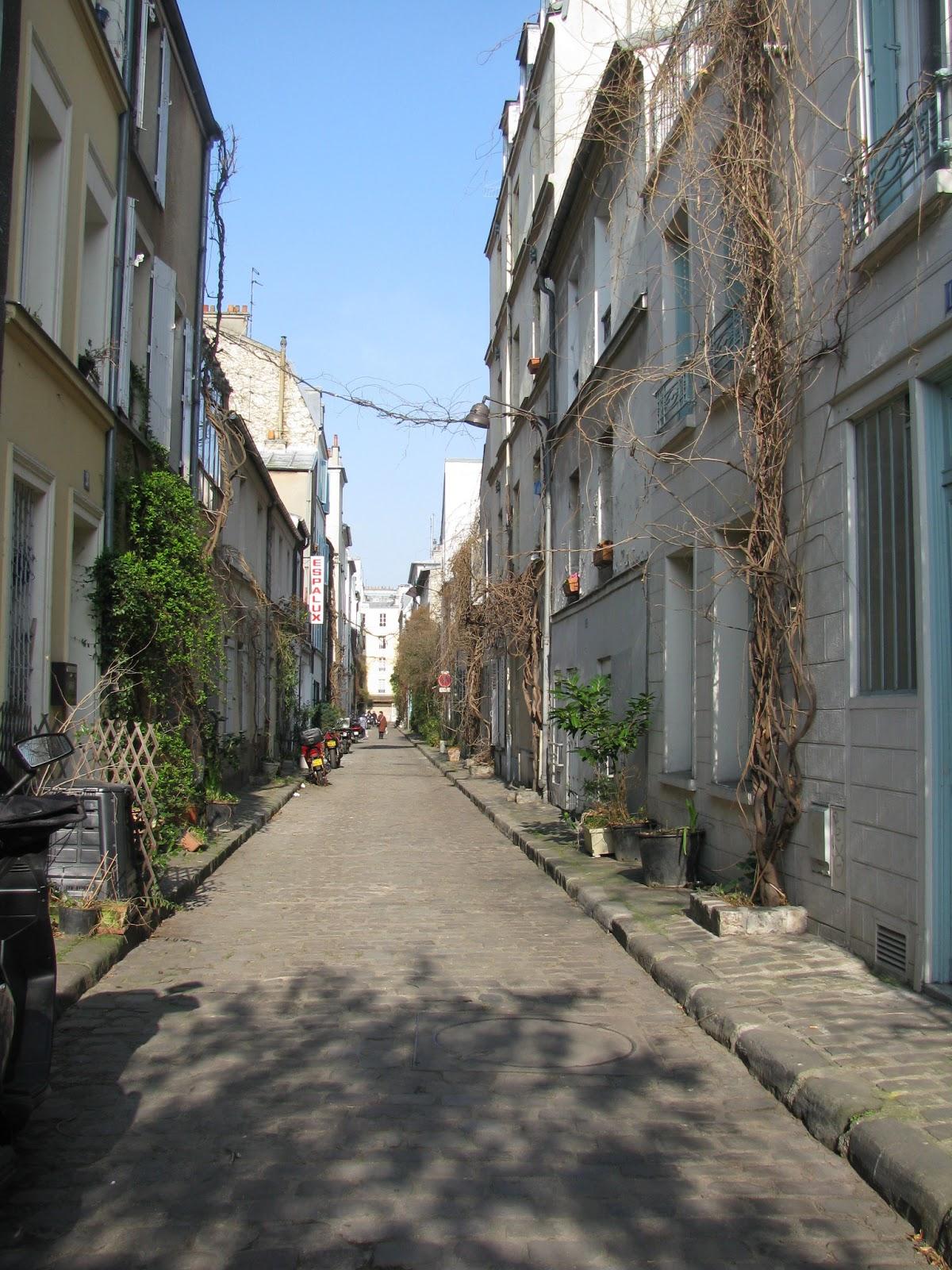 Одна из старинных улочек Монпарнаса