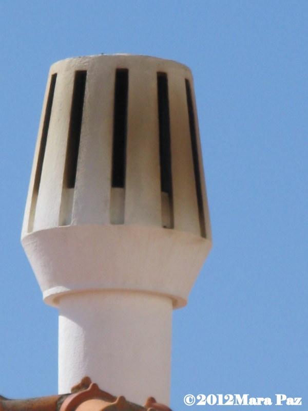 Algarve chimney, Armação de Pêra