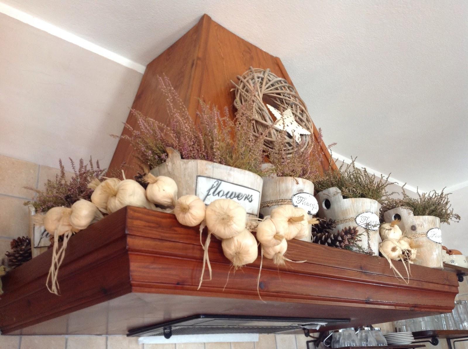 Country the blue dog sartoria d 39 interni il calore del for Decorazioni per cappe da cucina