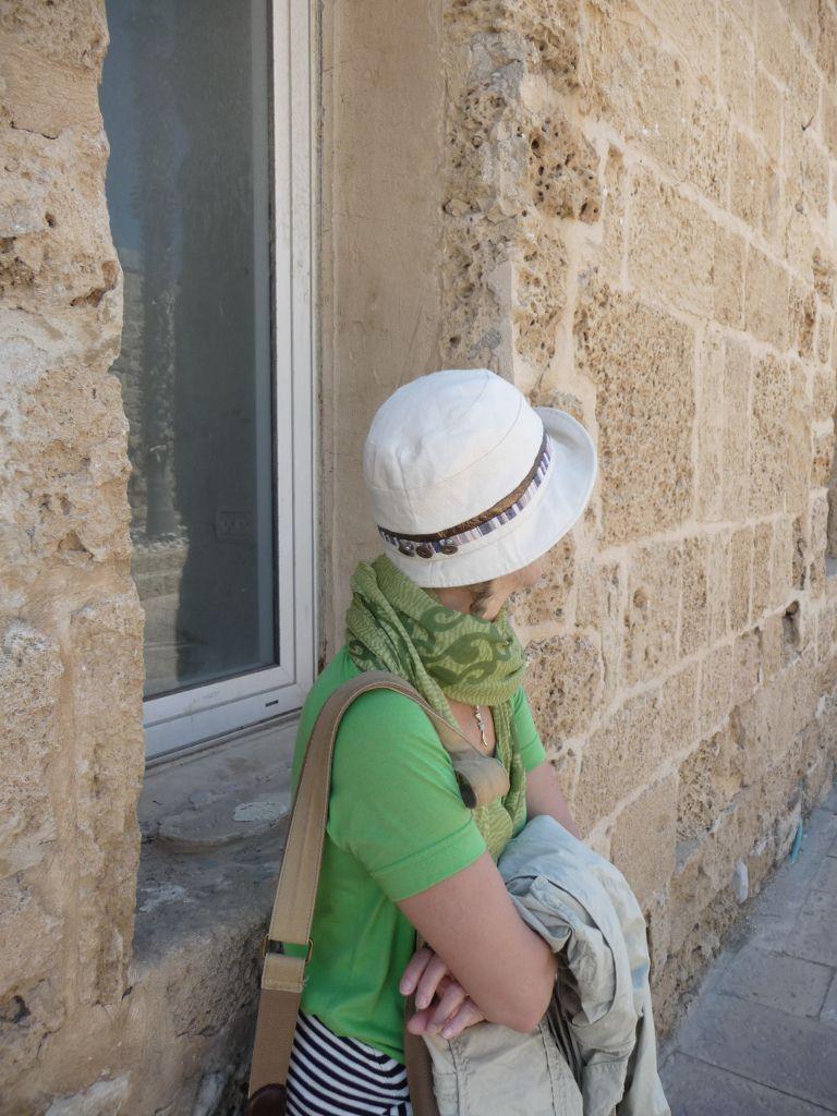 ESPERANDO EN CESAREA, ISRAEL