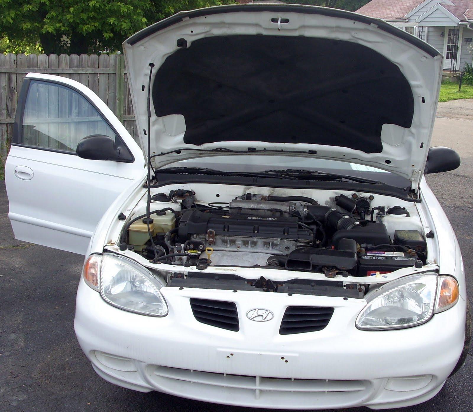 Dayton Hyundai: Used Cars Dayton Ohio: 1999 Hyundai Elantra 4Dr. White 137,128