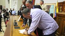 En órganos públicos obligan a firmar carta para Obama