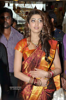 Pranitha-Stills-in-Saree-at-R-S-Brothers-Launch