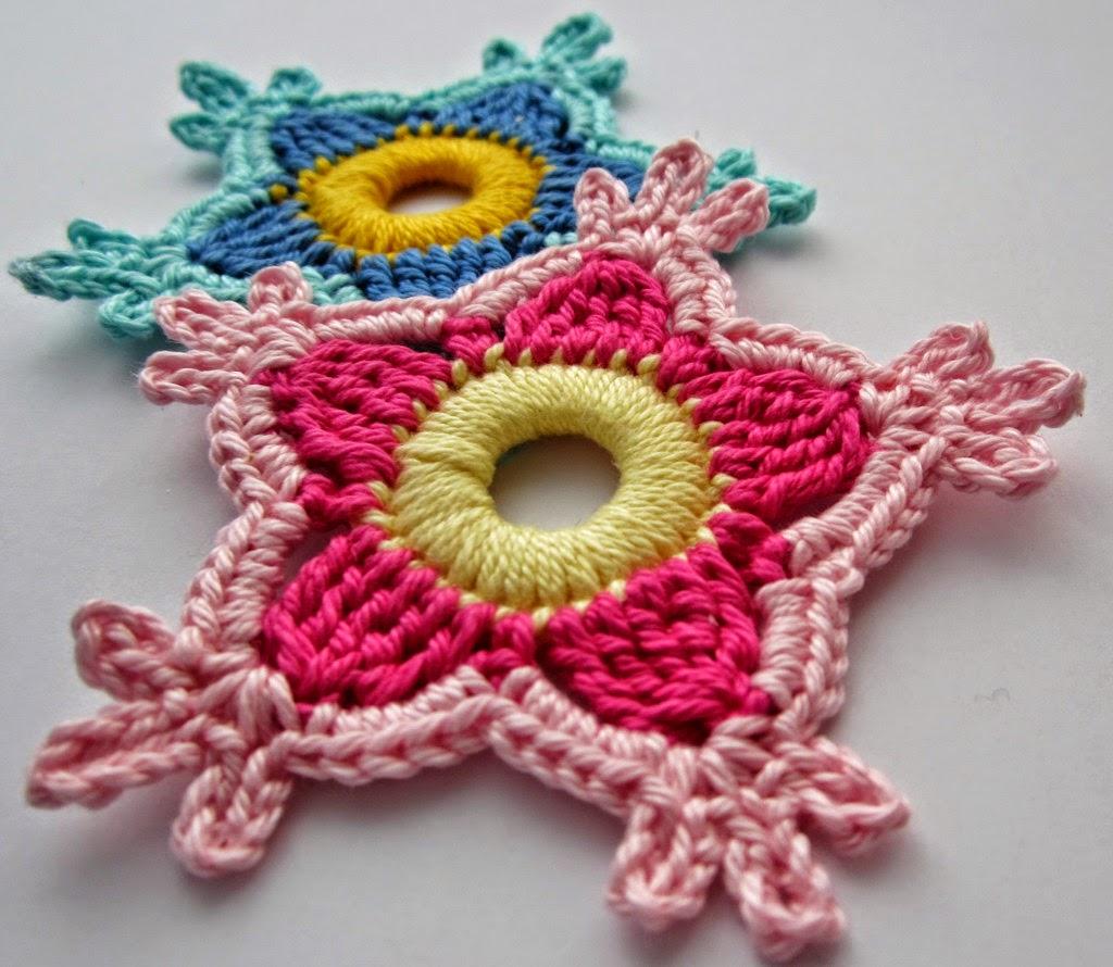 Flor holandesa tejida al crochet con paso a paso en fotos