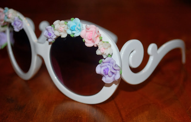 http://www.shopzerouv.com/collections/womens-sunglasses-1/products/oversize-baroque-swirl-arm-flower-floral-sunglasses-8852