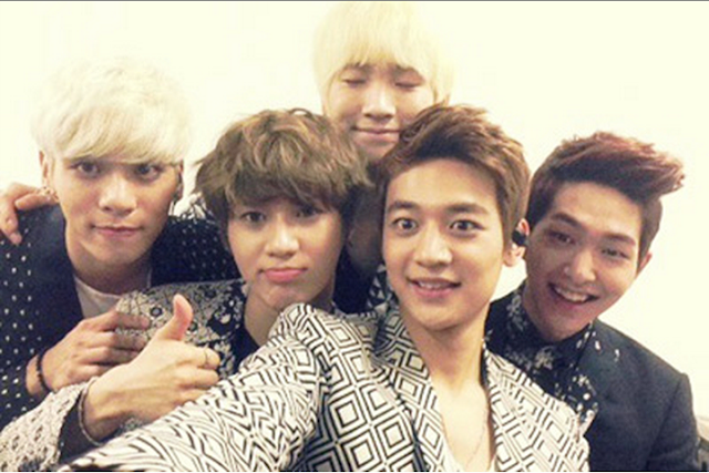 shinee minho's selca 5th anniversary party