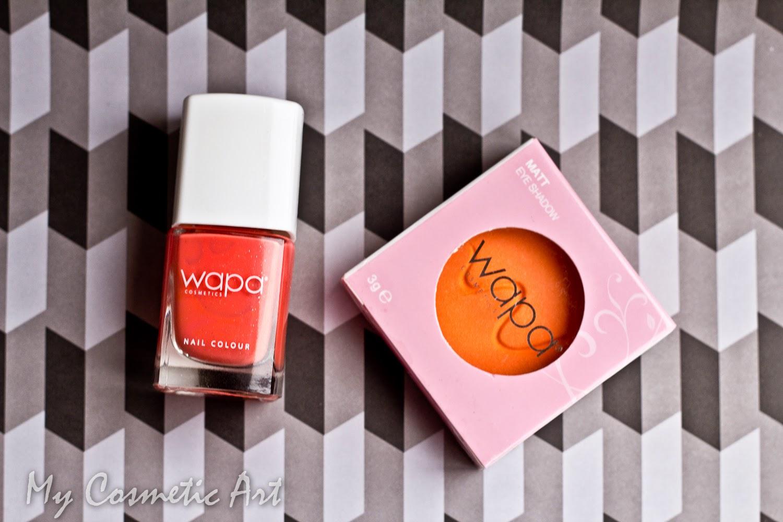 Esmalte de uñas coral intenso de Wapa Cosmetics.