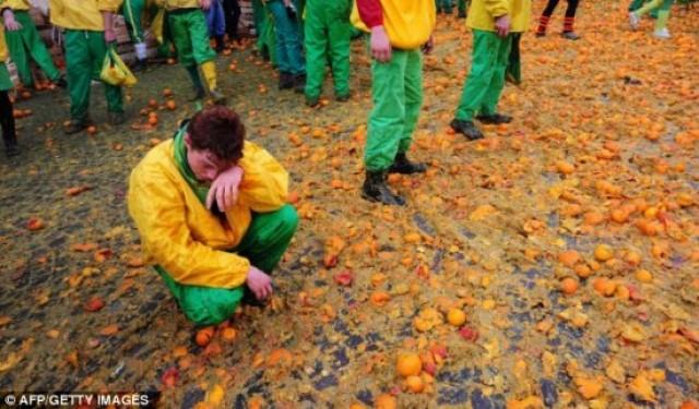 مهرجان معركة التراشق بـ البرتقال في ايطاليا