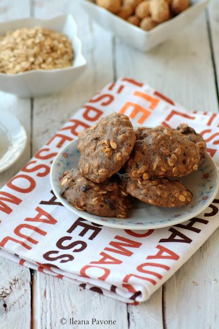 biscotti morbidi alla banana, arachidi e cioccolato di modica al sale di trapani ( senza lattosio né uova )