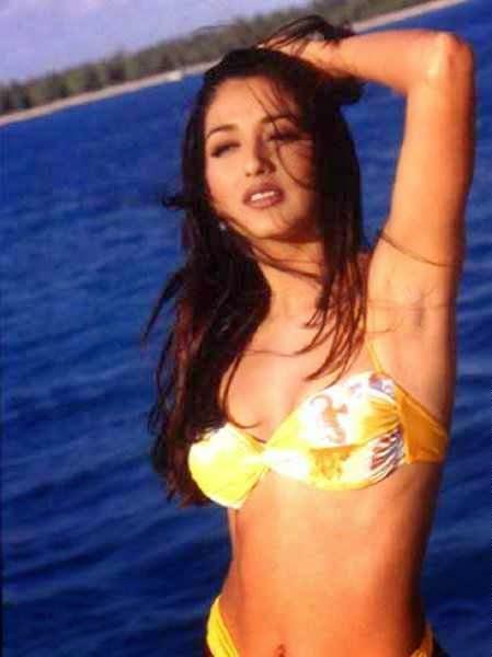 sonali bendre hot cleavage navel hd bikini pics
