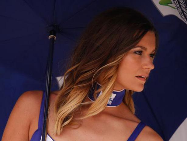 Wanita Cantik dan Seksi Pada Saat Pemanasan MotoGP Belanda 2015