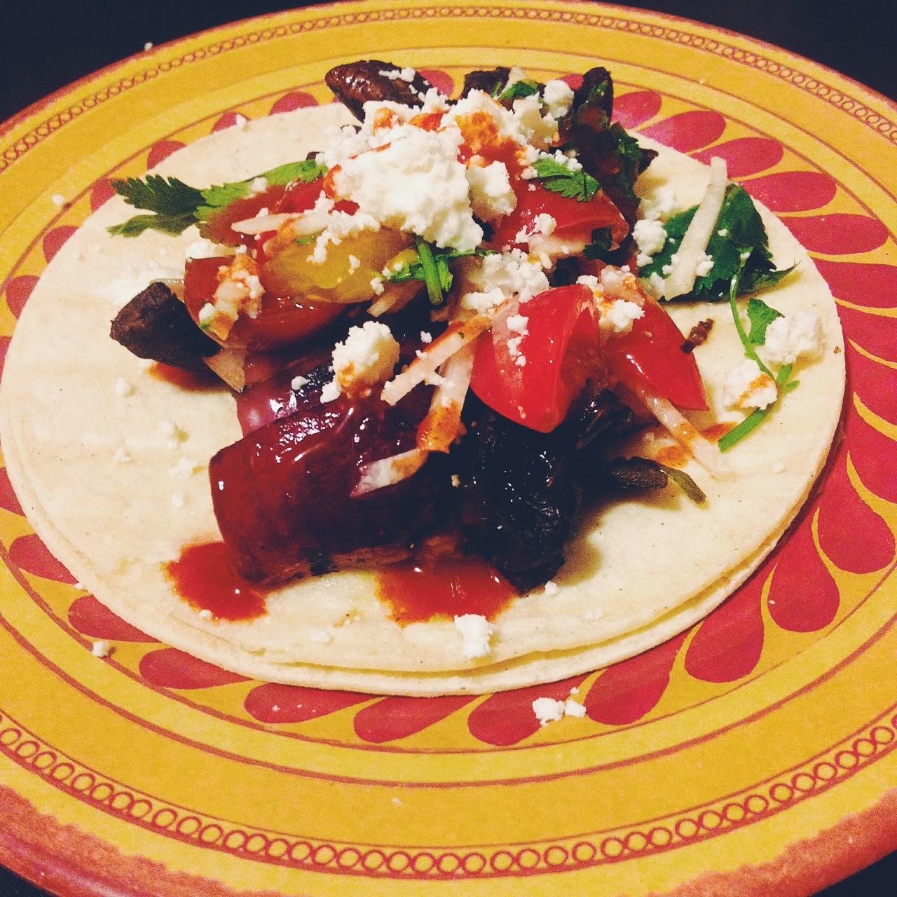 Grilled Mushroom & Poblano Tacos | hardparade.blogspot.com