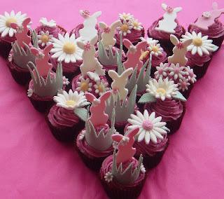 Cupcake coelho da páscoa rosa